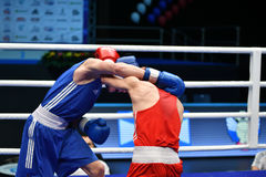 Année d'Orenbourg, Russie 7 mai 2017 : Les boxeurs de garçons concurrencent Images stock