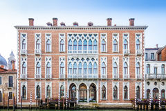 300 années de façade vénitienne de palais du canal grand Photos stock