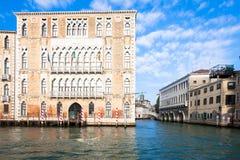 300 années de façade vénitienne de palais du canal grand Image stock