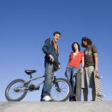 Années de l'adolescence au skatepark Photos stock