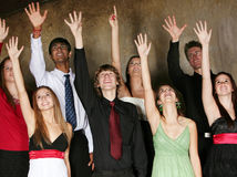 Années de l'adolescence chantant dans le choeur Photo stock