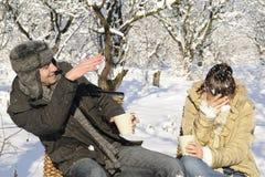 Années de l'adolescence combattant avec la neige photos stock