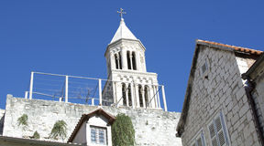 1700 années de tour de cloche dans la fente, Croatie Photos stock