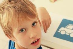 6 années mignonnes de garçon Images stock