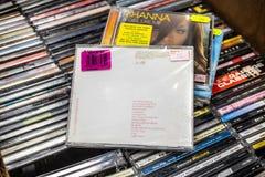 Ann?es lumi?re 2000 d'album de CD de Kylie Minogue sur l'affichage ? vendre, le chanteur Australien-britannique c?l?bre et le com image stock