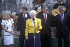 Ann Richards habla en el río de Arneson durante el viaje 1992 de la campaña de Clinton/de Gore Buscapade en San Antonio, Tejas Fotografía de archivo