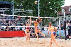 Anna Dalmazzo napadanie przeciw Bianca Zass w ćwierćfinałach Ljubljana plaży salwy wyzwanie zdjęcia royalty free