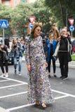 Anna Dello Russo pozuje podczas Mediolańskiego moda tygodnia Zdjęcie Royalty Free