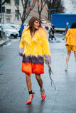 Anna Dello Russo Straatstijl: 29 februari - Milan Fashion Week Fall /Winter stock foto's