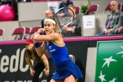 Anna Karolina Schmiedlova under den första runda leken för världsgrupp II mellan laget Lettland och laget Slovakien royaltyfria foton