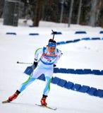 Anna Kunaeva fa concorrenza in tazza regionale di IBU in Soci Immagine Stock