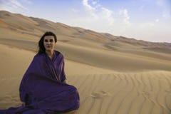 Anna vor einer Sanddüne Lizenzfreies Stockbild