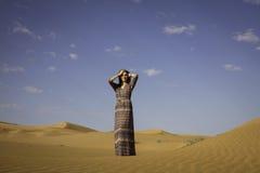 Anna w Rub& x27; al Khalli pustynia Zdjęcie Stock