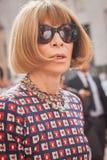 Anna Wintour fuera del edificio del desfile de moda de Ferragamo para la semana 2014 de la moda de Milan Women Foto de archivo libre de regalías
