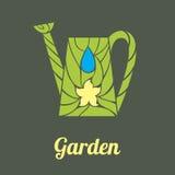 Annaffiatoio del giardino con paglia ed il fiore Fotografie Stock