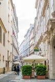 Annagasse με τα εστιατόρια στη στο κέντρο της πόλης Βιέννη, Αυστρία Στοκ φωτογραφίες με δικαίωμα ελεύθερης χρήσης
