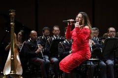 Annalisa Minetti canta in scena Fotografia Stock