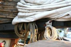 Annapolis Binnenhaven het Varen sloepoptuigen in Maryland Royalty-vrije Stock Foto's