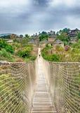 annapurna武装桥梁打手势喜马拉雅山kali尼泊尔被上升的河trekker的横穿gandaki迁徙 免版税库存照片