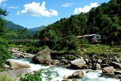 annapurna阵营横向迁徙的山河 图库摄影