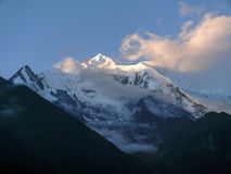 Annapurna 2 από ανώτερο Pisang στα ξημερώματα, Νεπάλ Στοκ Εικόνες