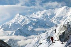 Annapurna 3 ΙΙΙ και ομάδα τουρίστα, κύκλωμα Annapurna Στοκ φωτογραφίες με δικαίωμα ελεύθερης χρήσης