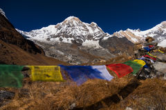 Annapurna Ι 8,091m με τη σημαία προσευχής από το στρατόπεδο βάσεων Annapurna, Νεπάλ Στοκ Εικόνα