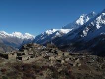 Annapurna 2 και παλαιό χωριό Στοκ φωτογραφίες με δικαίωμα ελεύθερης χρήσης