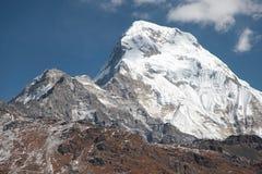 Annapurna basiskamp nepal himalayagebergte stock foto's