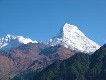 Annapurna bergskedja Himalayan landskap fotografering för bildbyråer
