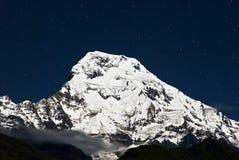 Annapurna del sur en la noche, Nepal Fotos de archivo