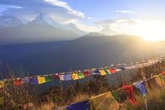 Annapurna en de bergketen van Himalayagebergte met zonsopgangmening van Poo Royalty-vrije Stock Afbeeldingen