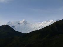 Annapurna IV con las nubes suaves de la monzón Fotos de archivo libres de regalías