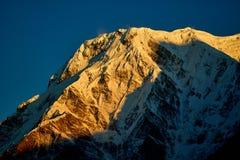 Annapurna południe Osiągają szczyt i przechodzą w himalaje górach, Annapurna region, Nepal obraz stock