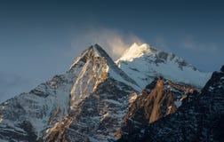 Annapurna södra peack i Nepal Himalaya Royaltyfri Fotografi