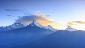 Annapurnabergketen en Machapuchare-zonsopgang vi van de Vissenstaart Stock Afbeeldingen
