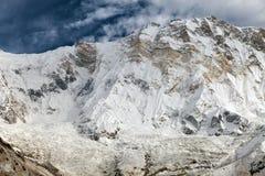 annapurnaen Montering Annapurna från den Annapurna basläger royaltyfria bilder