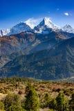 Annapurnaen som är södra i Nepal royaltyfria foton