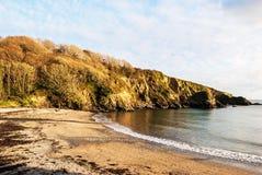 Annat slut av den Menabilly stranden Arkivbild