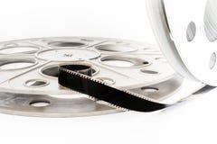 Annata bobina del cinema del film da 35 millimetri su bianco Immagini Stock Libere da Diritti