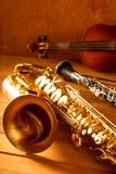 Annata classica del violino e del clarinetto del sassofono tenore del sax di musica immagini stock