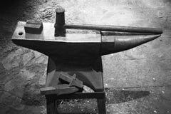 Annata del martello e dell'incudine Immagine Stock