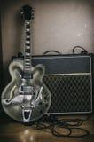Annata 1 dell'amplificatore e della chitarra Immagini Stock
