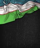 Annata della bandiera dell'Uzbekistan su una lavagna del nero di lerciume Fotografia Stock