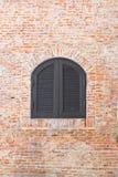 Annata della finestra sul muro di mattoni Fotografia Stock Libera da Diritti
