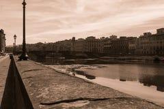 Annata della riva del fiume di Firenze fotografia stock