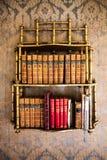 Annata delle biblioteche Parete con la carta da parati Immagine Stock Libera da Diritti
