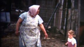 (annata di 8mm) 1952 seguire della bambina della nonna del paese anziano dello Iowa archivi video
