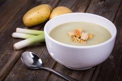 Annata e del porro della minestra di patate Immagini Stock
