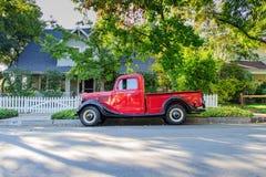 Annata 1937 Ford Pickup Truck - vista laterale fotografia stock libera da diritti